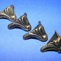 Doboz láb (4. minta/4 db) - 15x20 mm, Csat, karika, zár, Mindenmás,  Doboz láb (4. minta) - antik bronz  Mérete: 20x15 mm  Az ár 4 darab termékre vonatkozik., Alkotók boltja