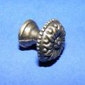 Fém fogantyú-9 (1 db) - antik bronz, Csat, karika, zár, Mindenmás,  Fém fogantyú-9 - antik bronz  Mérete: 1,6x1,7 cm  Az ár egy darab termékre vonatkozik.  , Alkotók boltja