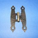Zsanér (20. minta/1 db) - 65x20 mm, Csat, karika, zár, Mindenmás,   Zsanér (20. minta) - antik bronz színben  A zsanér mérete (nyitottan): 65x20 mmA furat mérete: 4 ..., Alkotók boltja