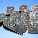 Doboz pánt (1 db) - kicsi, Csat, karika, zár, Mindenmás,  Doboz pánt - kicsi - díszes - antik bronz színben  A pánt mérete: 53x22 mm A furat mérete: 1,5 mm..., Alkotók boltja