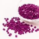 Szögletes gyöngy (36. minta/15 g) - gyöngyház szilva, Gyöngy, ékszerkellék, Gyöngy,  Szögletes gyöngy (36. minta) - szilvalila - gyöngyház fényű   Kiszerelés: 15 g (kb. 160 db gyöngy)..., Alkotók boltja