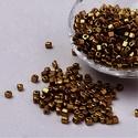 Szögletes gyöngy (27. minta/15 g) - fényes óarany, Gyöngy, ékszerkellék, Gyöngy,  Szögletes gyöngy (27. minta) - fényes óarany - metál fényű   Kiszerelés: 15 g (kb. 160 db gyöngy) ..., Alkotók boltja