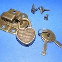 Lakat pánt szív alakú lakattal (1 készlet), Csat, karika, zár, Mindenmás,  Lakat pánt szív alakú lakattal (1 készlet) - antik bronz színben  Fa dobozra szerelhető lakat pánt..., Alkotók boltja