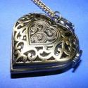 Ékszeróra (szív - mintás) - láncos, Órakészítés, Mindenmás,  Ékszeróra - szív alakú - mintás - láncos - antik bronz színben  Az óra nyitható fedelű, üzemképes,..., Alkotók boltja