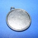 Medál alap (108/A minta/1 db), Gyöngy, ékszerkellék, Ékszerkészítés,  Medál alap (108/A minta) - kerek - antik ezüst színben  Mérete: 35x30x2 mmA belső mérete: 27 mm   ..., Alkotók boltja