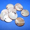 Fúrt kagyló ékszer alap (59. minta/10 db) - barna, Gyöngy, ékszerkellék,  Fúrt kagyló ékszer alap (59. minta) - barna - kerek  Az ékszerkészítés dekoratív kiegészí..., Alkotók boltja