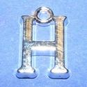 Medál (1 db) - H betű, Gyöngy, ékszerkellék,  Medál (H betű) - ezüst színben  Mérete: 15x9,5x2 mm  Az ár 1 darab termékre vonatkozik...., Alkotók boltja