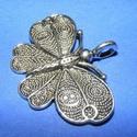 Medál (589. minta/1 db) - pillangó, Gyöngy, ékszerkellék,  Medál (589. minta) - pillangó - antik ezüst színben  Mérete: 40x30x3 mm  Az ár egy darab term..., Alkotók boltja