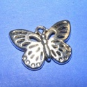 Medál (598. minta/1 db) - pillangó, Gyöngy, ékszerkellék,  Medál (598. minta) - pillangó - ezüst színben  Mérete: 25x17x13 mm Az ár 1 db termékre vona..., Alkotók boltja