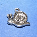 Medál (673. minta/1 db) - csiga, Gyöngy, ékszerkellék,  Fém medál (673. minta) - csiga - ezüst színű  Mérete: 16x17x3 mm Az ár 1 db termékre vonat..., Alkotók boltja