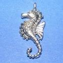 Medál (674. minta/1 db) - csikóhal, Gyöngy, ékszerkellék,  Medál (674. minta) - csikóhal - antik ezüst színben  Mérete: 12x29x3 mm  Az ár egy darab term..., Alkotók boltja