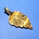 Medál (675. minta/1 db) - levél, Gyöngy, ékszerkellék,  Medál (675. minta) - levél - antik arany színben  Mérete: 14x27,5x5,5 mm  Az ár egy darab term..., Alkotók boltja