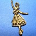 Medál (680. minta/1 db) - balerina, Gyöngy, ékszerkellék,  Medál (680. minta) - balerina - antik arany színű  Mérete: 32x13x2 mm Az ár 1 db termékre vo..., Alkotók boltja