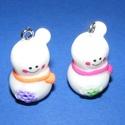 Medál (684. minta/1 db) - hóember, Gyöngy, ékszerkellék,  Medál/dekorációs figura (684. minta) - hóember - színes  Mérete: 32x17x17 mm  Az ár egy dara..., Alkotók boltja