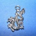 Medál (690. minta/1 db) - sárkány, Gyöngy, ékszerkellék,  Medál (690. minta) - sárkány - antik ezüst színben  Mérete: 27x16 mm  Az ár egy darab termé..., Alkotók boltja