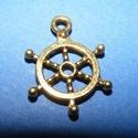 Medál (714. minta/1 db) - hajókormány, Gyöngy, ékszerkellék, Ékszerkészítés,  Medál (714. minta) - hajókormány - arany színben  Mérete: 21x15x2 mm  Az ár egy darab termékre von..., Alkotók boltja