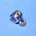 Medálvezető (357/C minta/1 db), Gyöngy, ékszerkellék, Ékszerkészítés,  Medálvezető (357/C minta) - ezüst színben  Mérete: 5x5 mmAz akasztó karika: 3 mm  Az ár egy darab ..., Alkotók boltja