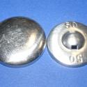 Fém gomb alap (3. méret/1 db), Gomb, Varrás,  Fém gomb alap (3. méret)  A csomag tartalma 1 db behúzható fém (alumínium) gomb alap (alsó és fels..., Alkotók boltja