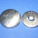 Fém gomb alap (4. méret/1 db), Gomb, Varrás,  Fém gomb alap (4. méret)  A csomag tartalma 1 darab behúzható fém (alumínium) gomb alap (alsó és f..., Alkotók boltja