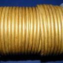 Hasított bőrszíj - 5 mm (6. minta/1 m) - arany (metál), Vegyes alapanyag, Egyéb alapanyag, Bőrművesség,  Hasított bőrszíj (6. minta) - arany (metál)Mérete: 5 mm átmérőjűValódi hasított marhabőrből készül..., Alkotók boltja