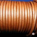 Hasított bőrszíj - 5 mm (4. minta/1 m) - óarany (metál), Vegyes alapanyag, Egyéb alapanyag, Bőrművesség,  Hasított bőrszíj (4. minta) - óarany (metál)Mérete: 5 mm átmérőjűValódi hasított marhabőrből készü..., Alkotók boltja