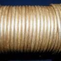 Hasított bőrszíj - 5 mm (21. minta/1 m) - metál krém (AKCIÓS), Vegyes alapanyag, Egyéb alapanyag, Bőrművesség,  Hasított bőrszíj (21. minta) - metál krém - AKCIÓSMérete: 5 mm átmérőjűValódi hasított marhabőrből..., Alkotók boltja