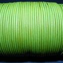 Hasított bőrszíj - 2 mm (24. minta/1 m) - fűzöld, Vegyes alapanyag, Egyéb alapanyag, Bőrművesség,  Hasított bőrszíj (24. minta) - tekercses - fűzöld  Mérete: 2 mm átmérőjű Valódi hasított marhabőr..., Alkotók boltja