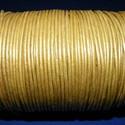 Hasított bőrszíj - 2 mm (15. minta/1 m) - arany (metál), Vegyes alapanyag, Egyéb alapanyag, Bőrművesség,  Hasított bőrszíj (15. minta) - tekercses - arany (metál)  Mérete: 2 mm átmérőjű Valódi hasított m..., Alkotók boltja