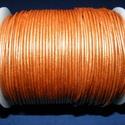 Hasított bőrszíj - 1,5 mm (7. minta/1 m) - óarany (metál), Vegyes alapanyag, Egyéb alapanyag, Bőrművesség,  Hasított bőrszíj (7. minta) - óarany (metál)  Mérete: 1,5 mm átmérőjű  Valódi hasított marhabőrből..., Alkotók boltja