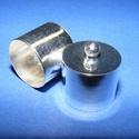 Bőrvég (434/S18. minta/1 db) - 18x18 mm, Gyöngy, ékszerkellék, Ékszerkészítés,  Nagy méretű bőrvég és szalagvég (434/S18. minta) - ezüst színben  Mérete: 18x18 mm Belső átmérő: 1..., Alkotók boltja