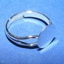 Gyűrű alap (63. minta/1 db) - ezüst, Gyöngy, ékszerkellék,  Gyűrű alap (63. minta) -  ragasztható - ezüst színben  Mérete: 17/3 mm (tárcsa mérete: 10 mm)  Az á..., Alkotók boltja