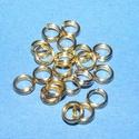 Szerelőkarika (1012/C minta/20 db) - 5x0,7 mm, Gyöngy, ékszerkellék,  Szerelőkarika (1012/C minta) - dupla - arany színben  Mérete: 5x0,7 mm Az ár 20 db termékre v..., Alkotók boltja