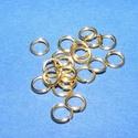 Szerelőkarika (1012/E minta/20 db) - 4x0,7 mm, Gyöngy, ékszerkellék, Ékszerkészítés,  Szerelőkarika (1012/E minta) - szimpla  - arany színben  Mérete: 4x0,7 mm Az ár 20 db termékre vo..., Alkotók boltja