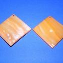 Fúrt kagyló ékszer alap (34. minta/2 db) - narancssárga, Gyöngy, ékszerkellék,  Fúrt kagyló ékszer alap (34. minta) - narancssárga - négyzet  Az ékszerkészítés dekoratív..., Alkotók boltja