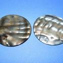 Fúrt kagyló ékszer alap (41. minta/2 db) - szürke, Gyöngy, ékszerkellék,  Fúrt kagyló ékszer alap (41. minta) - szürke - kerek  Az ékszerkészítés dekoratív kiegész..., Alkotók boltja