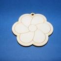 Fa alap (47. minta/1 db) - kicsi virág, Fa,  Fa alap (47. minta) - kicsi virág - akasztós    Mérete: 3x3 cmAnyaga: natúr rétegelt lemezAn..., Alkotók boltja