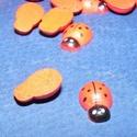 Fa figura (183. minta/1 db) - kicsi katica, Fa, Egyéb fa,  Fa figura (183. minta) - kicsi katica - színes    Mérete: 13x9 mmAnyaga: festett faAnyagvastagsá..., Alkotók boltja