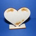 Talpas szív (1 db) - gravírozott, Fa,  Talpas szív - gravírozott    Ültetőkártyának is kiválóan megfelel.    Mérete: 6x6,5 cm..., Alkotók boltja