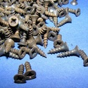 Csavar-9 (10x2,5 mm/10 db) - antik fekete, Csat, karika, zár, Mindenmás,  Csavar-9 - antik fekete  Mérete: 10x2,5 mmFejátmérő: 4 mm  A csomag tartalma 10 db csavar Az ár eg..., Alkotók boltja
