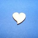 Fa alap (189. minta/1 db) - szív (15x15 mm), Fa, Egyéb fa,  Fa alap (189. minta) - szív     Mérete: 15x15 mmAnyaga: natúr rétegelt lemezAnyagvastagság: 3 mm..., Alkotók boltja