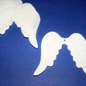 Filc angyalszárny (1 db) - fehér, Dekorációs kellékek, Figurák,  Angyalszárny - fehér    Mérete: 6,5x6 cmAnyaga: filc  Az ár egy darab termékre vonatkozik. , Alkotók boltja