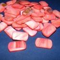 Fúrt kagyló ékszer alap (81. minta/4 db) - piros, Gyöngy, ékszerkellék,  Fúrt kagyló ékszer alap (81. minta) - piros   Az ékszerkészítés dekoratív kiegészítője l..., Alkotók boltja