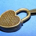 Medál (601/A minta/1 db) - lakat, Gyöngy, ékszerkellék,  Medál (601/A minta) - lakat - antik bronz színben  Mérete: 26x17x5 mm  Az ár egy darab termékr..., Alkotók boltja