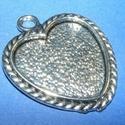 Medál alap (164/A minta/1 db), Gyöngy, ékszerkellék, Ékszerkészítés,  Medál alap (164/A minta) - szív alakú - antik ezüst színben  Mérete: 38x32x2 mmA belső mérete: 25x..., Alkotók boltja