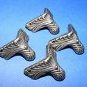 Doboz láb (5. minta/4 db) - 20x20 mm, Csat, karika, zár, Mindenmás,  Doboz láb (5. minta) - antik bronz  Mérete: 20x20 mm  Az ár 4 darab termékre vonatkozik., Alkotók boltja