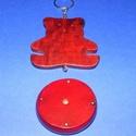 Szélcsengő tartozék (1 db) - fa maci, Vegyes alapanyag,  Szélcsengő tartozék - fa maci - burgundi színben    Mérete: 7x7 cmKorong mérete: 5x1 cm Az ..., Alkotók boltja