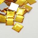 Akrilmozaik-4 (50 db/csomag) - napsárga, Vegyes alapanyag,  Akrilmozaik-4 - napsárga      Mérete: 10x10x3 mm  A lapocska alsó része ezüst színű védőbevonat..., Alkotók boltja