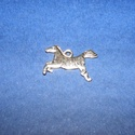 Fém medál (K54. minta/1 db) - ló, Vegyes alapanyag, Mindenmás,  Fém medál (K54. minta) - ló - antik ezüst színben  KIFUTÓ TERMÉK!  Mérete: 19x13 mm (akasztóval eg..., Alkotók boltja