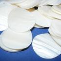 Fúrt kagyló ékszer alap (11/B minta/1 db) - fehér, Gyöngy, ékszerkellék,  Fúrt kagyló ékszer alap (11/B minta) - fehér - csepp alakú  Szép kidolgozású, festésre kiv..., Alkotók boltja