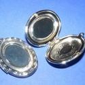 Zárható medál (2 minta/1 db), Gyöngy, ékszerkellék,  Zárható medál (2 minta/1 db) - ovális - ezüst színben  A medál szétnyitható, a belső rés..., Alkotók boltja